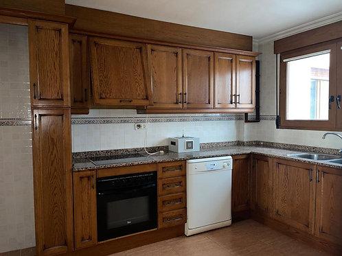 Ref. 2235 Piso con ascensor de 4 dormitorios  con plaza de garaje y trastero