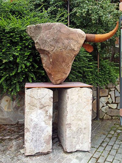 Lolo Zapico sculpture cabeza de vaca