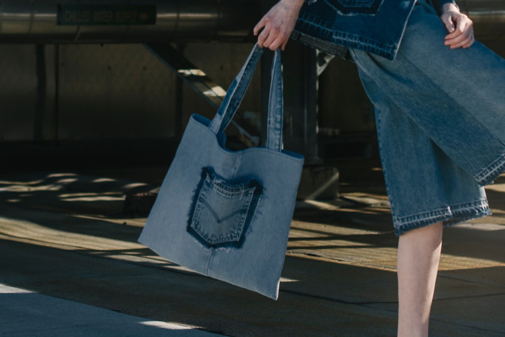 Turn secondhand jeans into tote bags
