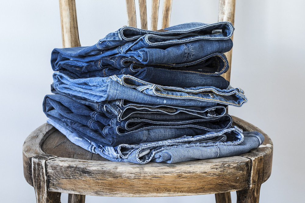 Upholster second hand furniture with second hand jeans