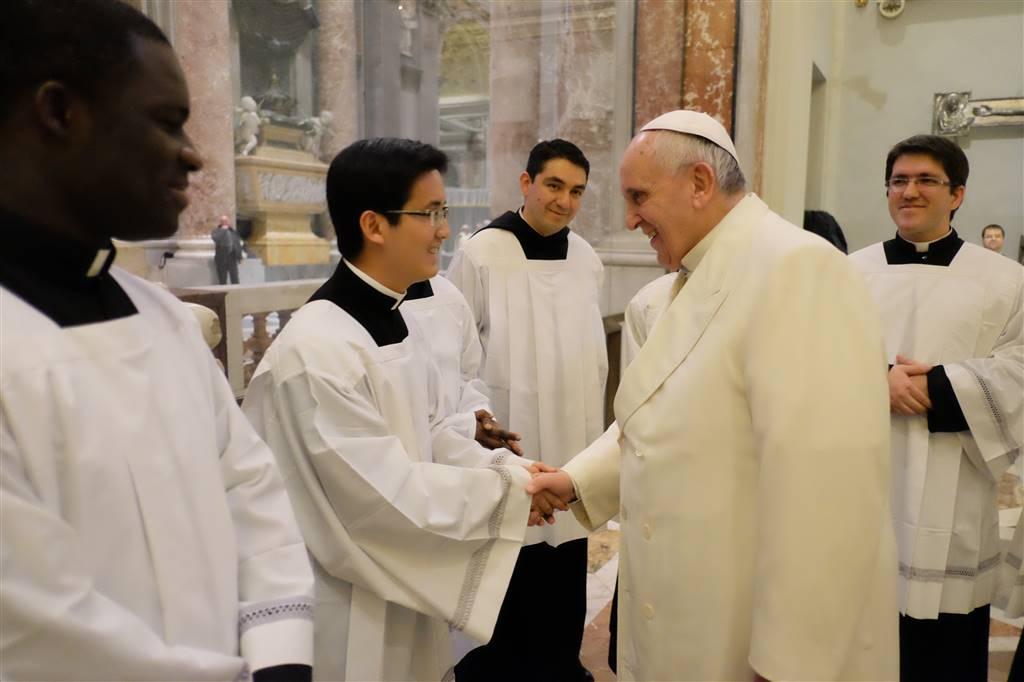 Una Santa Messa servita al Papa!
