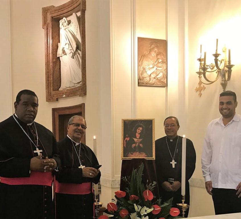 Tre vescovi della Repubblica Dominicana ci hanno portato una immagine della Patrona del loro paese.