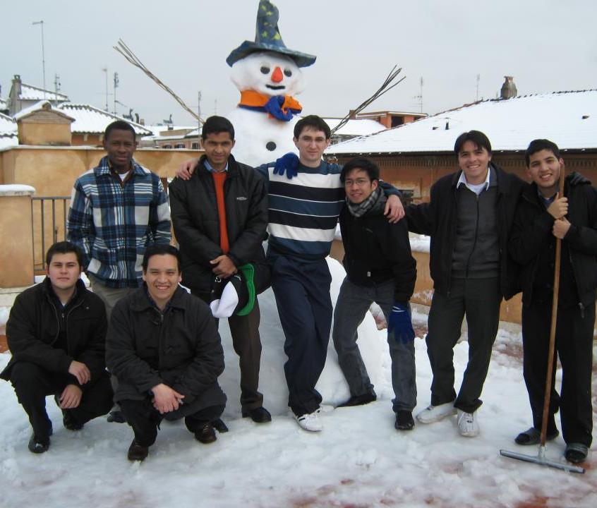 Jobin, con alcuni compagni del Sedes, durante la nevicata di 2012.