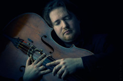 Tomasz Skweres mit Cello 1.jpg