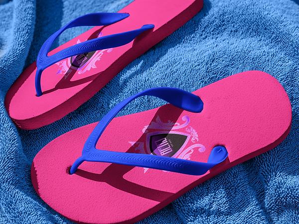 flip-flops-mockup-lying-on-a-blue-towel-