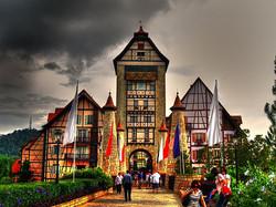 Colmar Tropical Resort  فندق كولمار تربيكال بوكيت تنجى