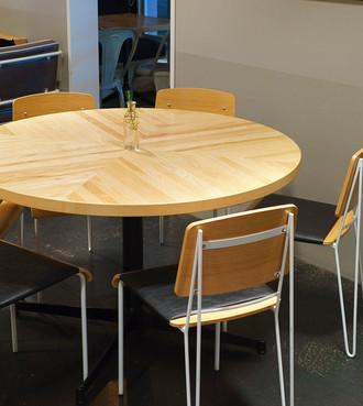 ラウンドテーブルは6名様