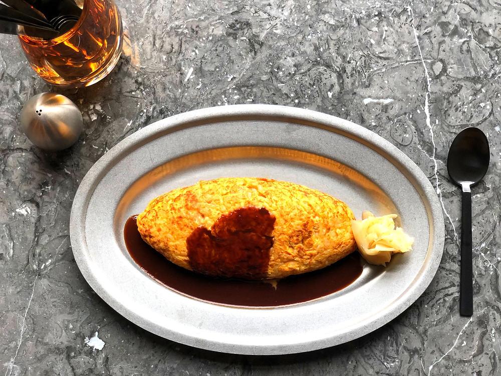 ヲムライス                     ¥1100  Omellette rice    「日本一こだわり卵」ふんだんに使用し、「神山鶏」のピラフを卵かけご飯のように混ぜ合わせ、さっとフライパンで 焼き上げて仕上げた卵を溶け込ませたレトロ風なオムライスです。
