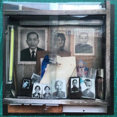 The photographer shop window