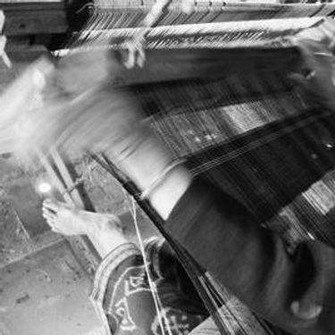 weaving---lady-hand-3-b_w_134x134_crop_c