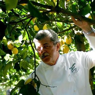 Lo Chef Alfonso Iaccarino nell'Azienda biologica Le Peracciole