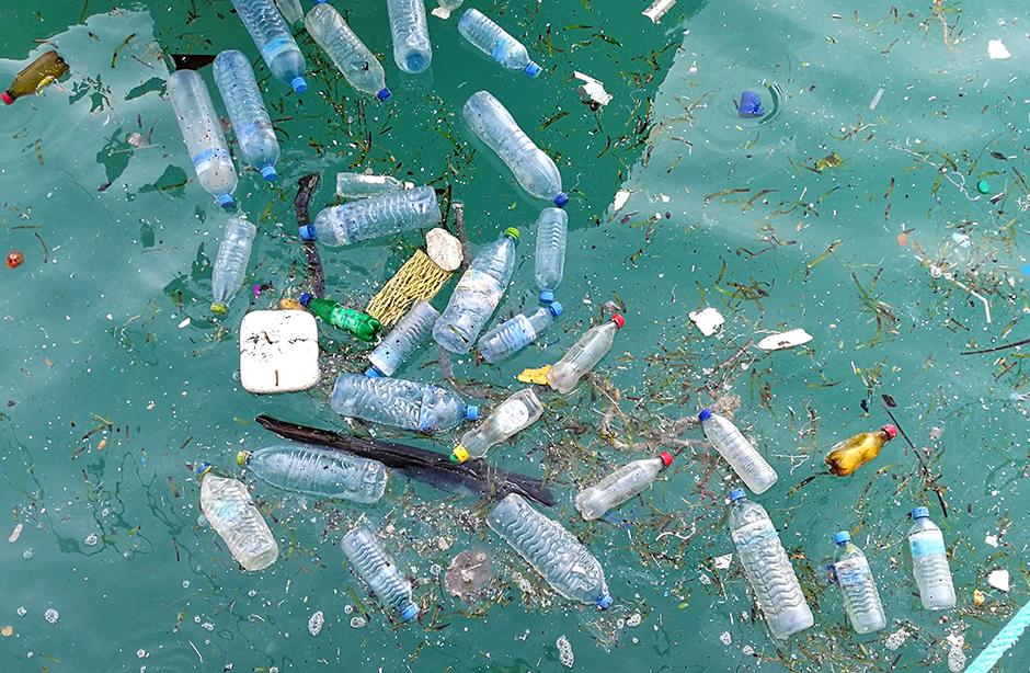 Plastic litter in the ocean