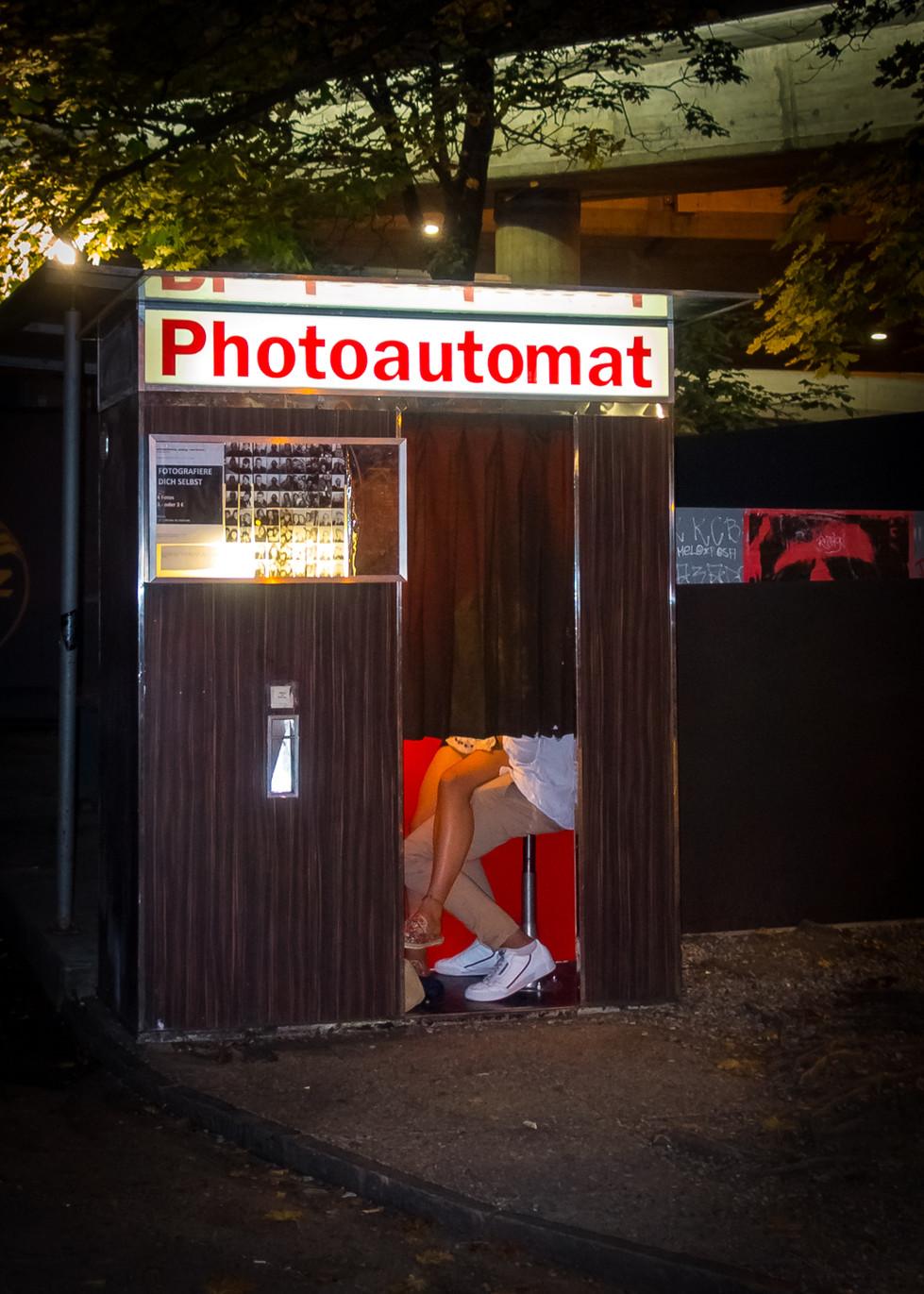 Für ein Vintage-Selfie zusammen in die Foto-Kiste. Samstag, 23.22 Uhr, Geroldstrasse.