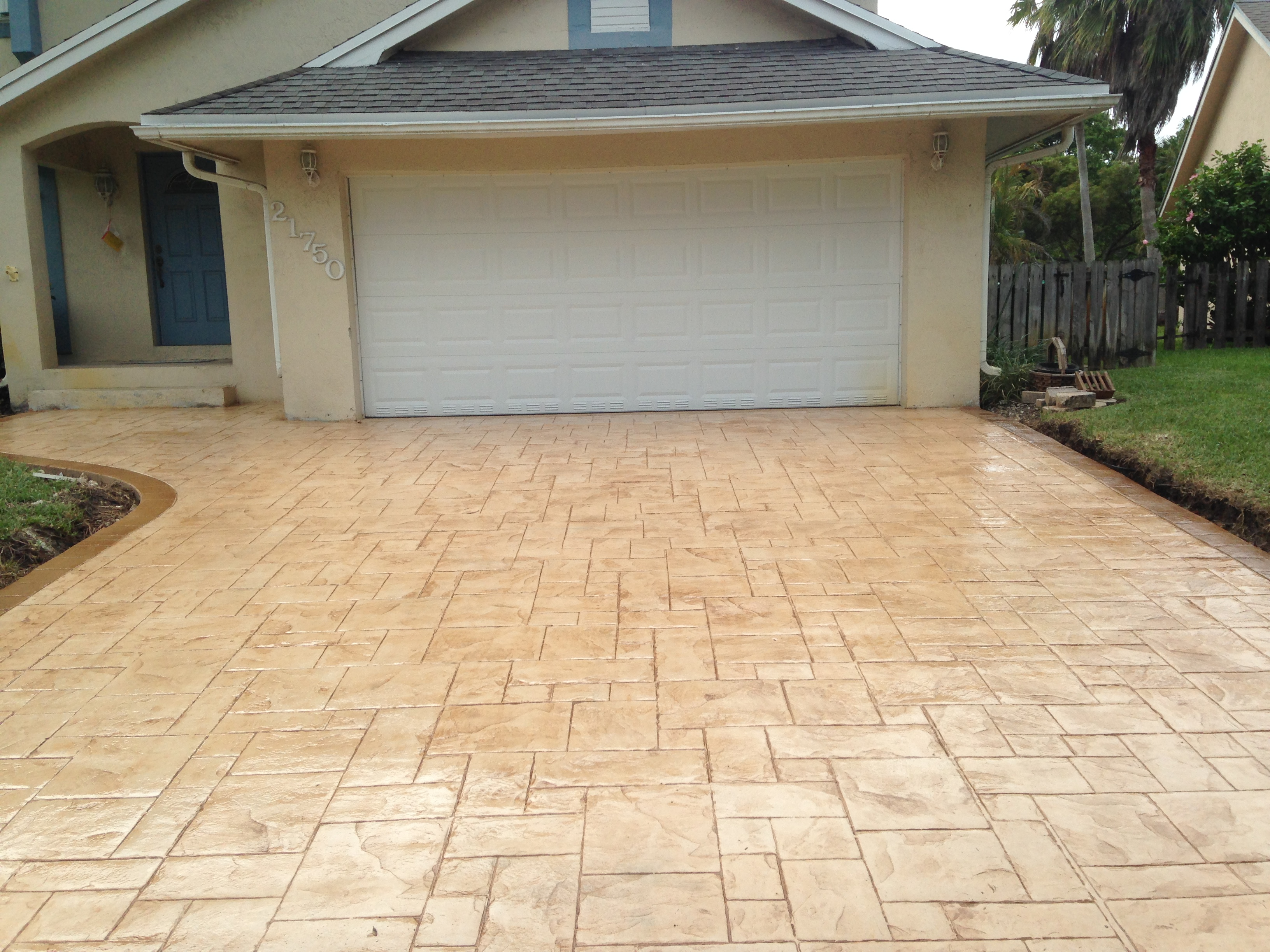 Grand Ashlar Slate (Stamp Concrete), Color: Adobe Buff and Oak