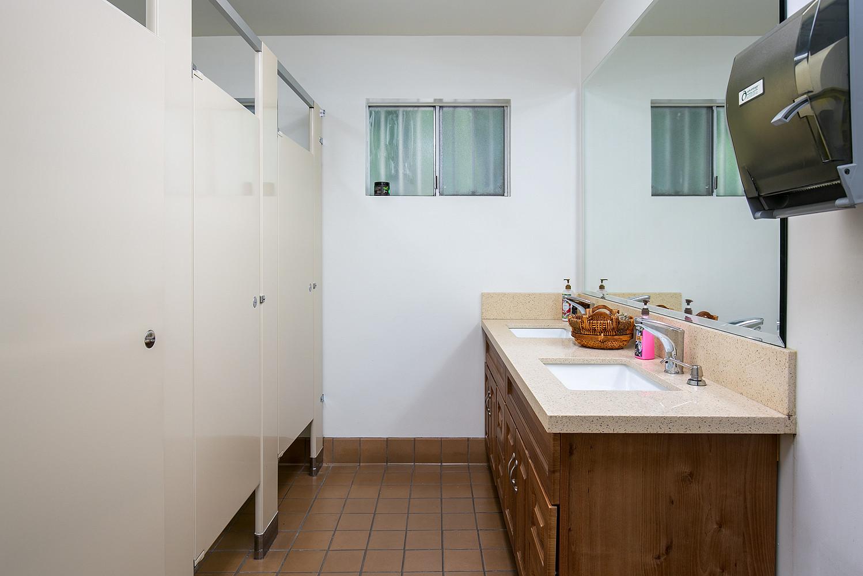 Ladies Room (4 stalls)