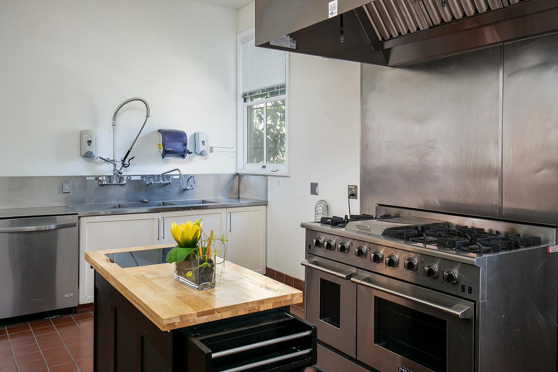 Kitchen Stove/Oven Sink 1