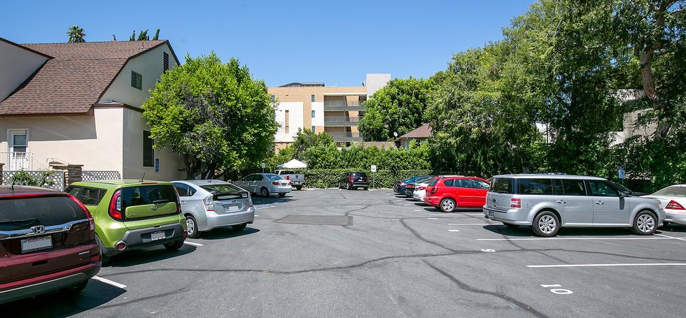 Ahiah Parking lot