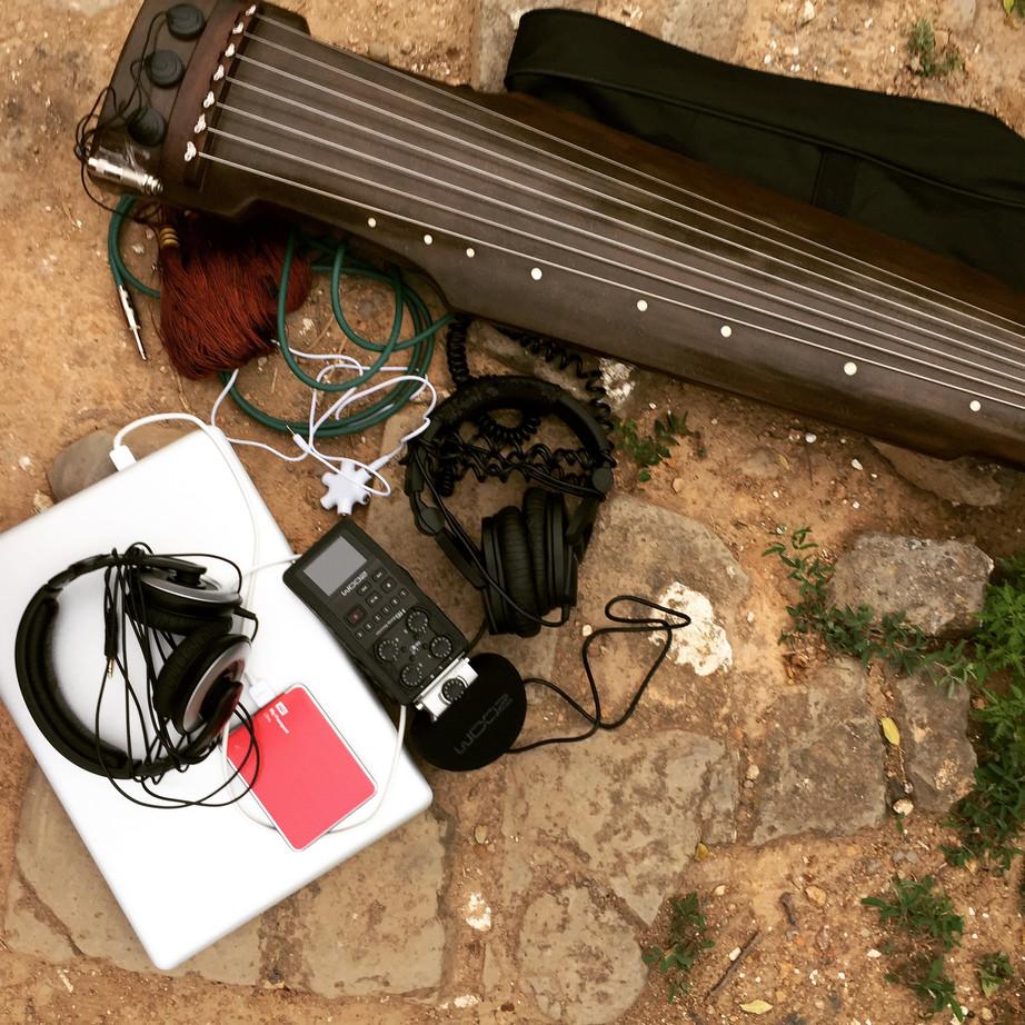 《弦外之音》一场融合古琴、电子音乐和脑电波仪的音乐项目,黑芝麻空间。