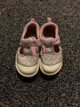 Clarks size 6 1/2 infant girls shoes