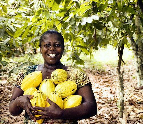 kakaofrucht_frau.jpg