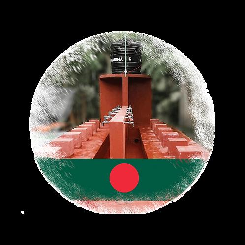 Wasserbrunnen mit Pumpe, Tank und 20 Wasserhähnen in Bangladesch