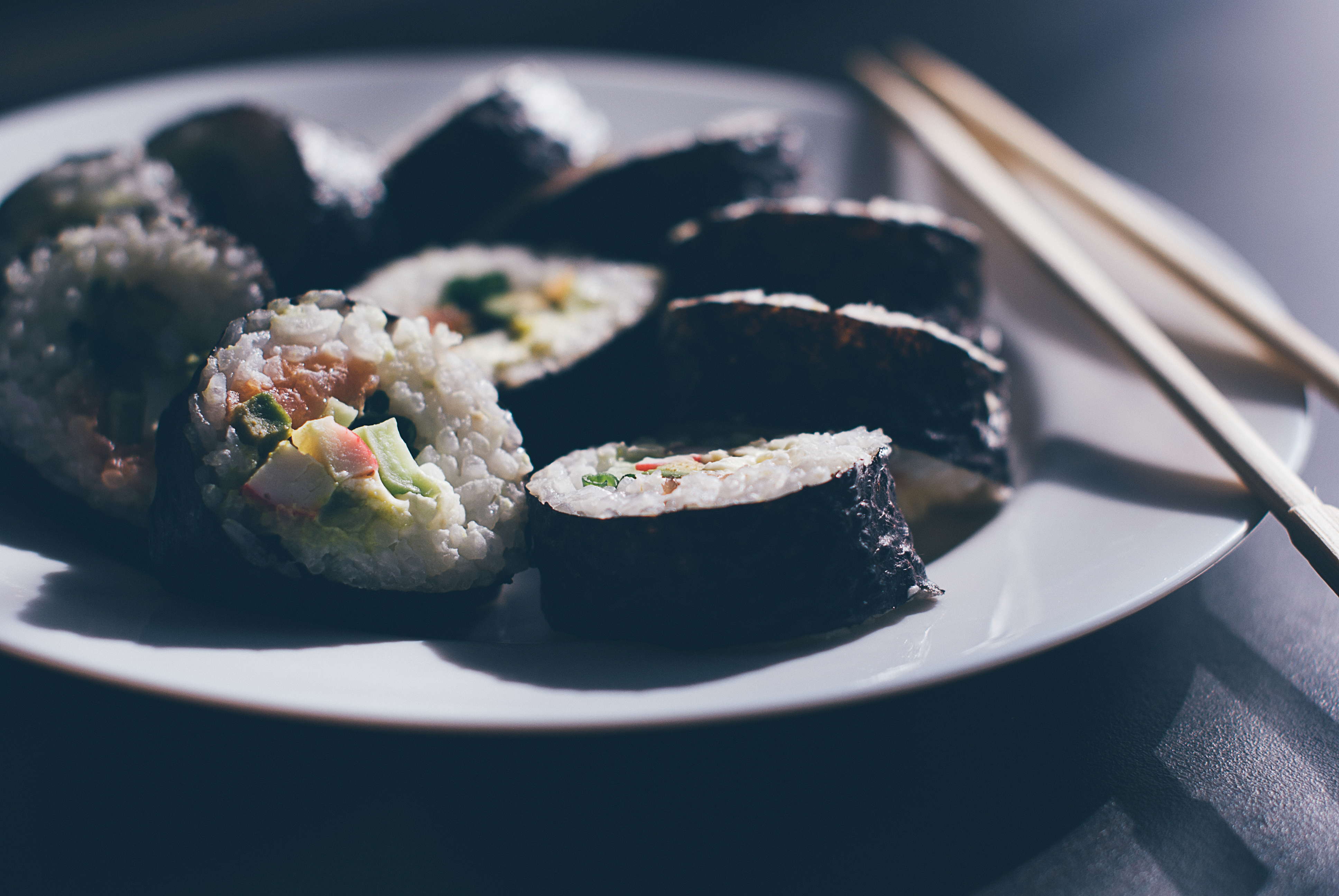 sushi-food-dinner-chopsticks-80841