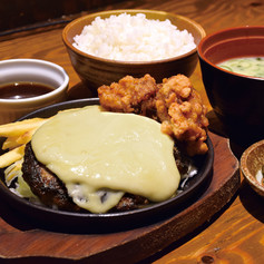 チーズハンバーグ&唐揚げ定食