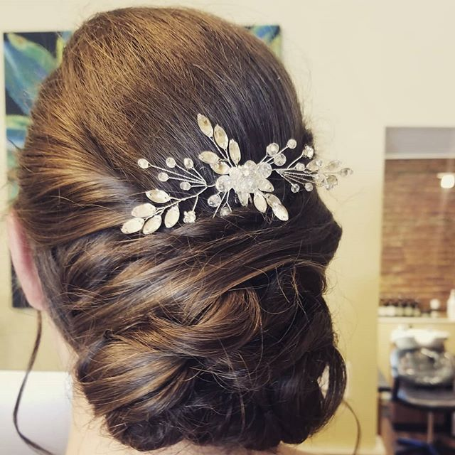 💜👰Fun bridal updo today👰💜