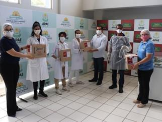 Alunos de Química da UFMA doam 75 garrafas de álcool 70% glicerinado para APAE de São Luís