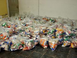 APAE entrega alimentos doados pela SECULT para familiares atendidos pela Instituição