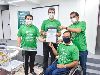 APAE de São Luís e Prefeitura assinam termo de parceria para aquisição de cadeiras de rodas a pessoa