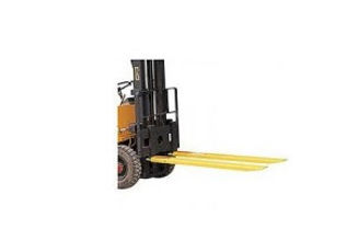 fork extensions 6' with our forklift.jpg