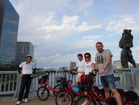 A tour guide in the Cycling Holiday Tokyo (CHT)