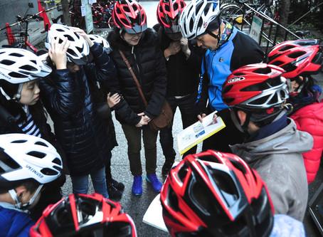 We offer rental helmet in 2 sizes