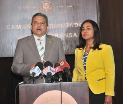 Partidos PQDC y Frente Amplio anuncian alianza para conformar bloque en la CD