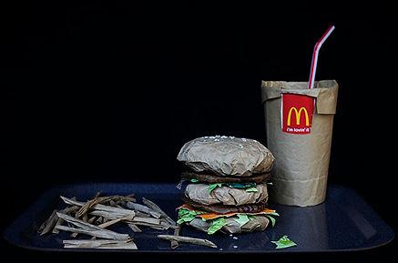 Junk Food McDonald's McDo art emballages poubelle Studio Carmin contemporain Big mac menu  frites hamburger coca cola