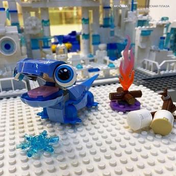 Любопытная саламандра по имени Бруни приглашает всех в ТРЦ Каширская Плаза