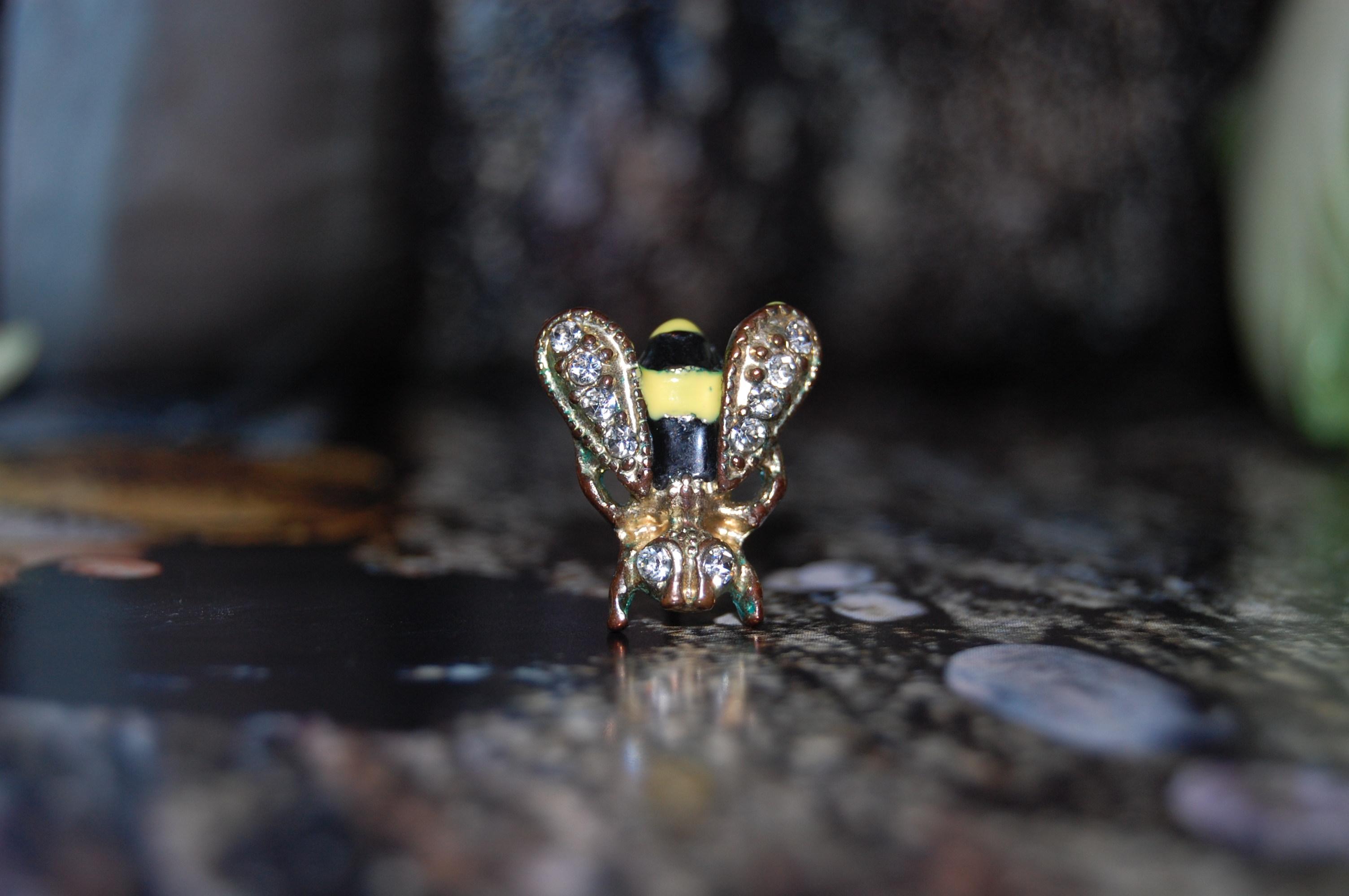 BEE EARRING