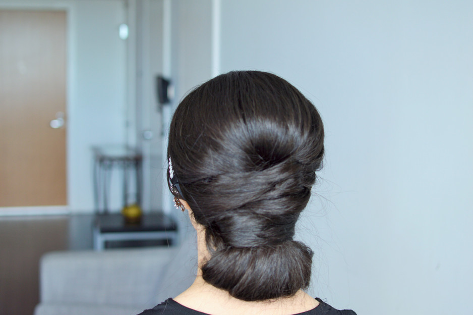 Easy Elegant Low Bun By Dilaloo