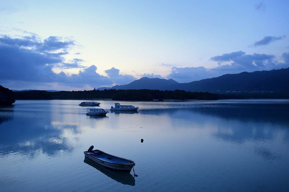 早朝の川平湾