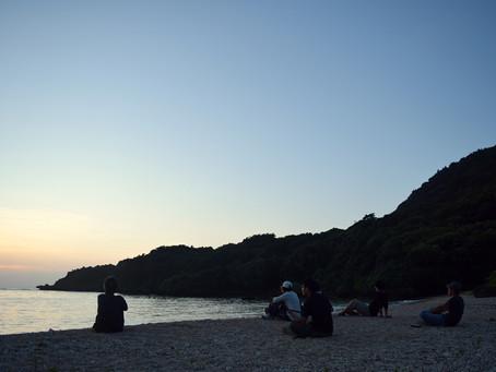 夕日、天の川、月の出