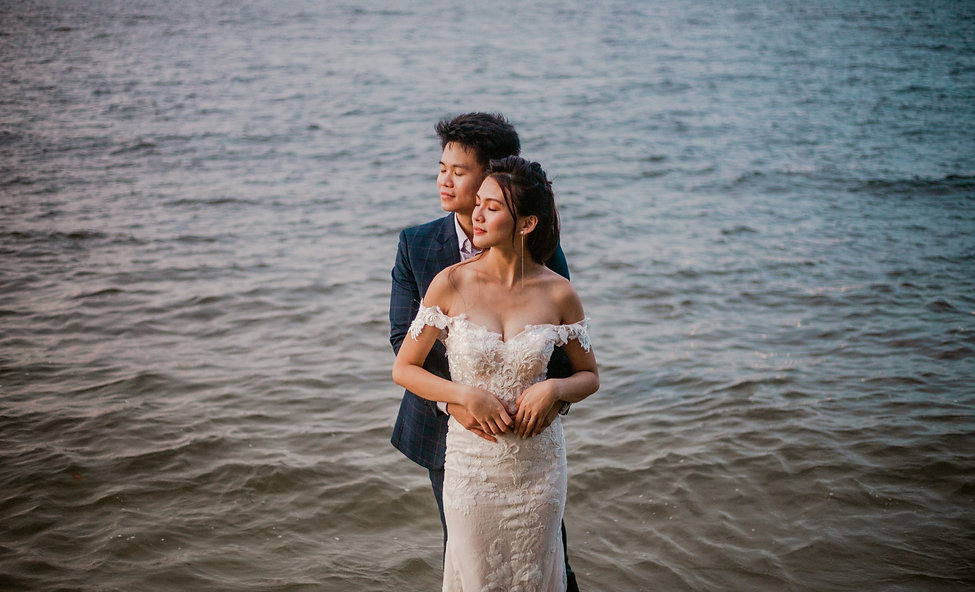 Romantic beach nature couple shoot