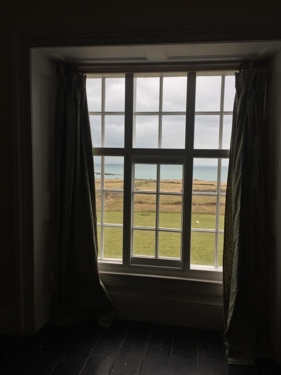 Golygfa ystafell wely | Views west