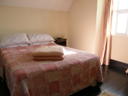 Ty Nesaf Bedroom