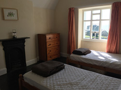 Ystafell gwely 1   Twin bedroom 1