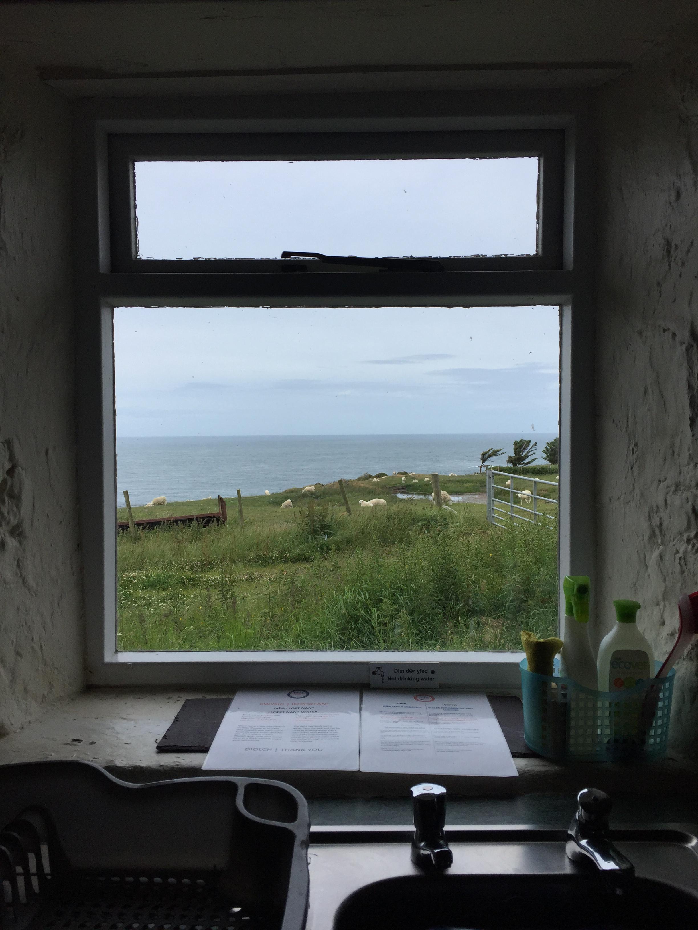 Golygfa y gegin | Kitchen views
