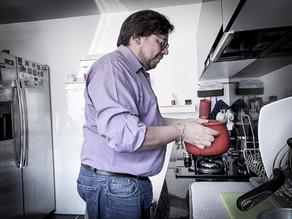 """""""Hombres y mujeres opinan que el rol más importante de ellas es cuidar del hogar"""": Diego Cancino"""