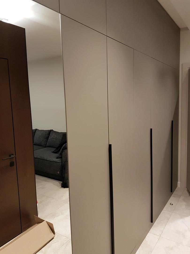 Шкаф в прихожую.