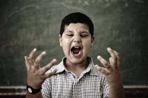 """A Escola pode ou não """"convidar"""" um aluno a se retirar"""