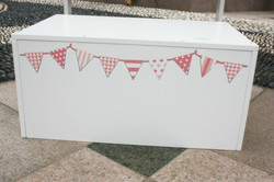 Close up on the peachy pink bunting